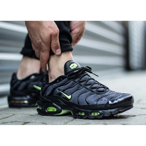Nike Air Max Plus SE (AJ2013-001)